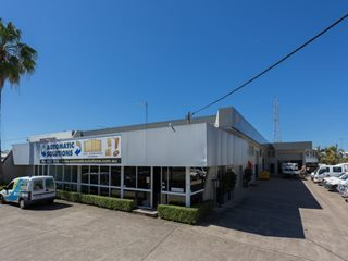 AUCTION 5/10/2017 - Investment | Industrial | Showrooms | Offices - 61 Lawrence Drive, Nerang, QLD 4211